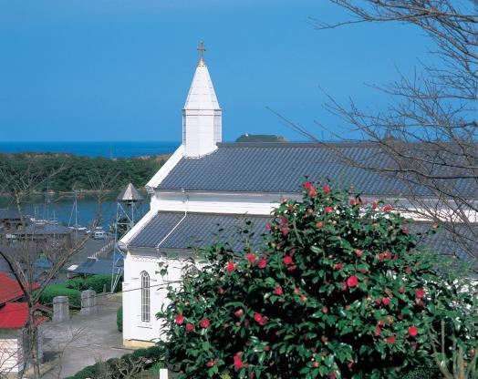 水ノ浦教会と椿