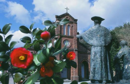 堂崎天主堂と椿2
