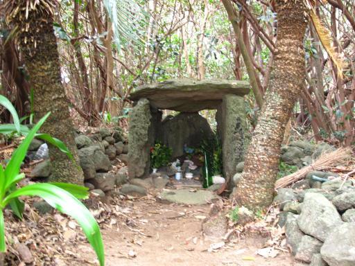 尼御前の墓(三井楽町)