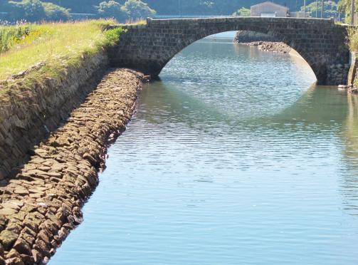 西川内橋と竹田川護岸(小佐々町)