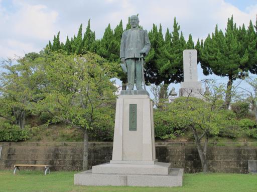 佐世保海軍墓地 東郷平八郎像