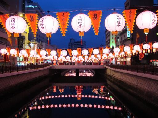 長崎ランタンフェスティバル(銅座川のピンクのランタン)