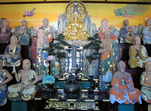 慶厳寺の十六羅漢像