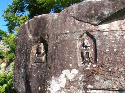 慶厳寺の摩崖仏
