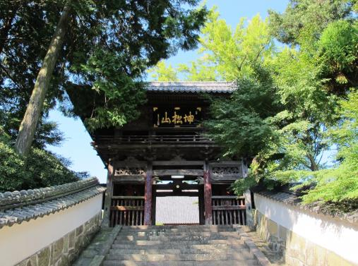 天祐寺の山門