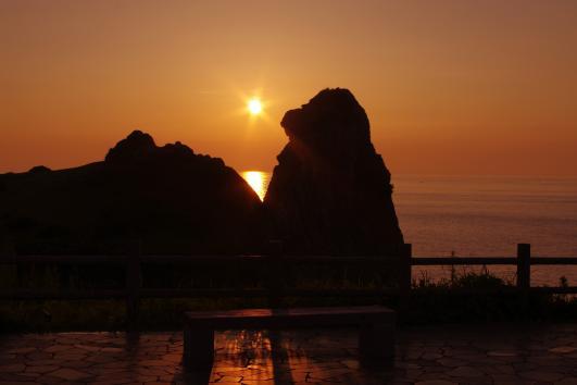 夕日と猿岩
