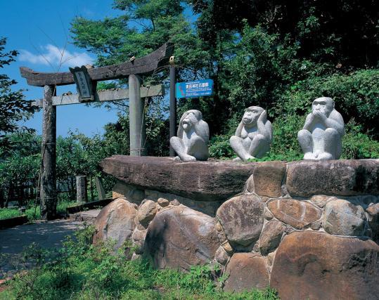 男岳神社石猿群1