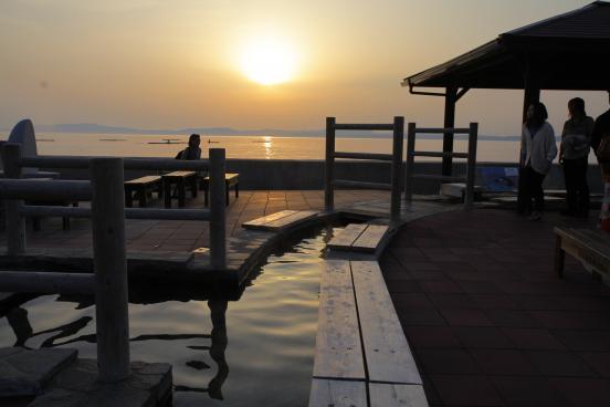 小浜温泉足湯 ほっとふっと105からの夕陽2