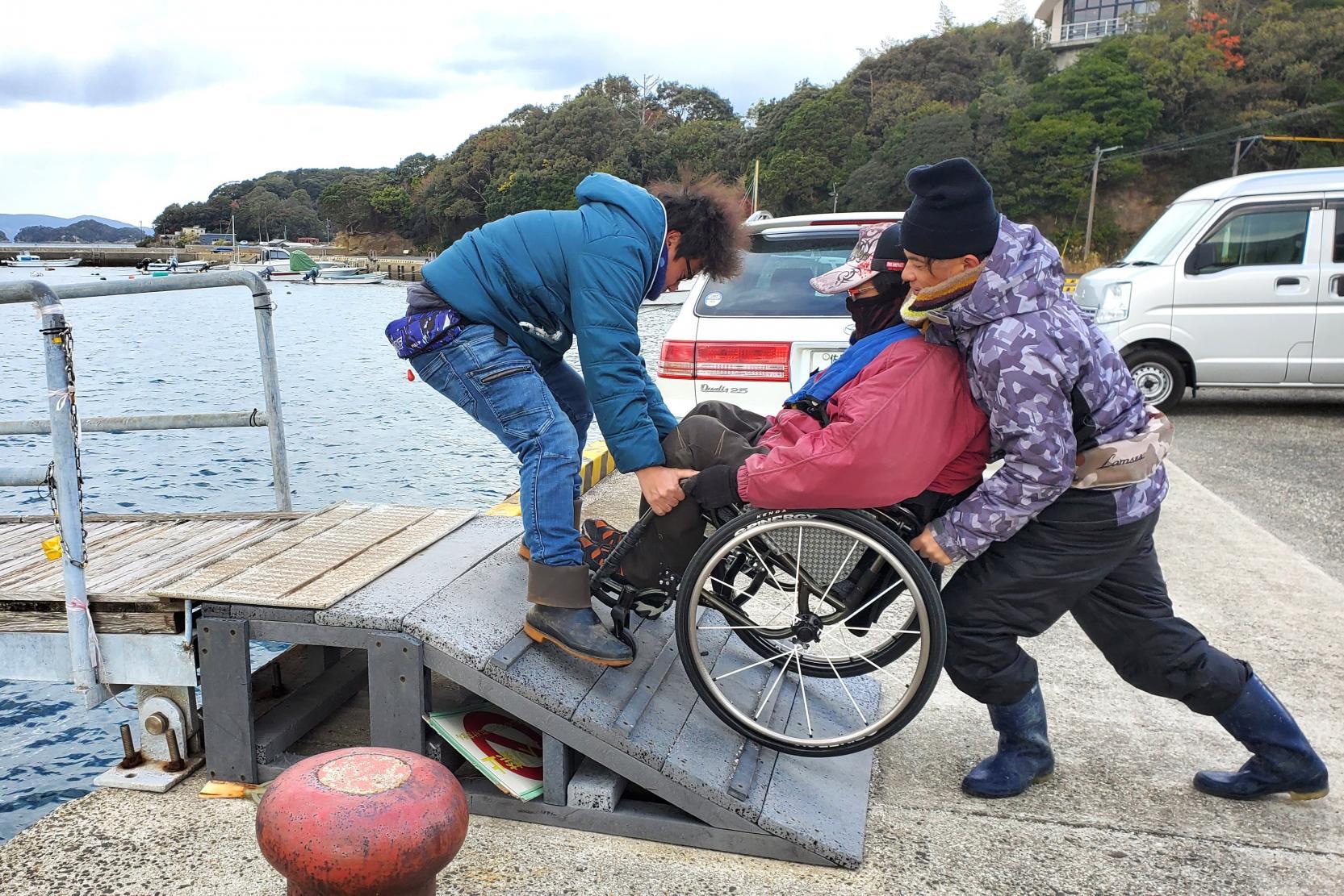 車椅子に乗ったままスムーズに乗船・下船-0