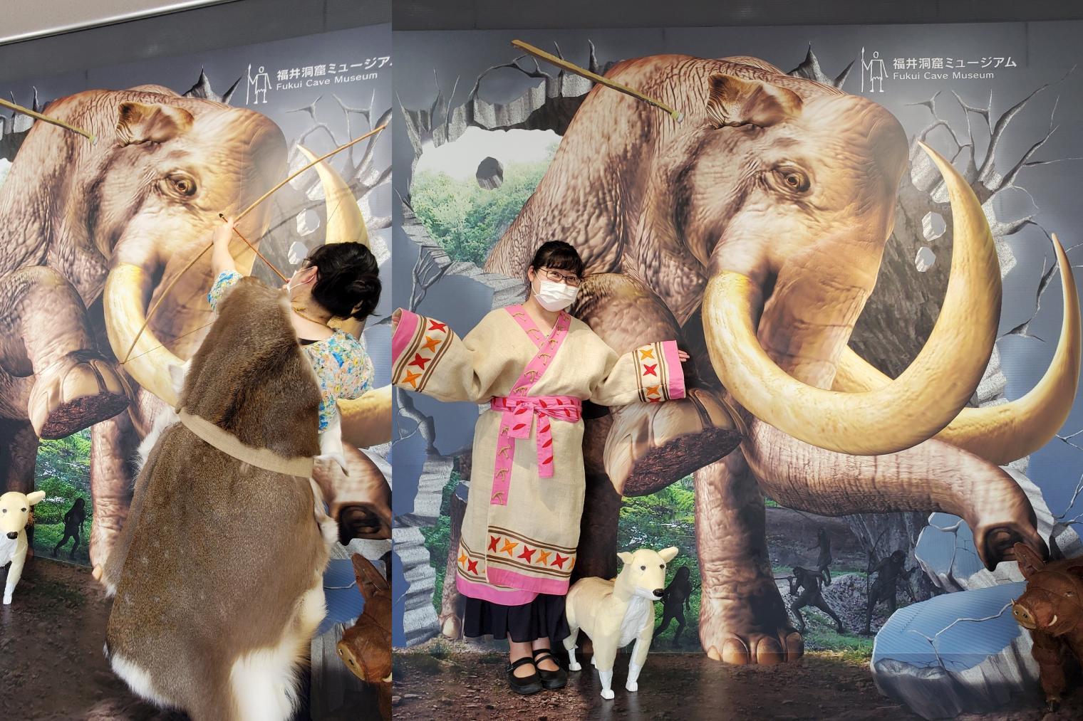 コスプレ衣装でナウマン象と2ショット!-0
