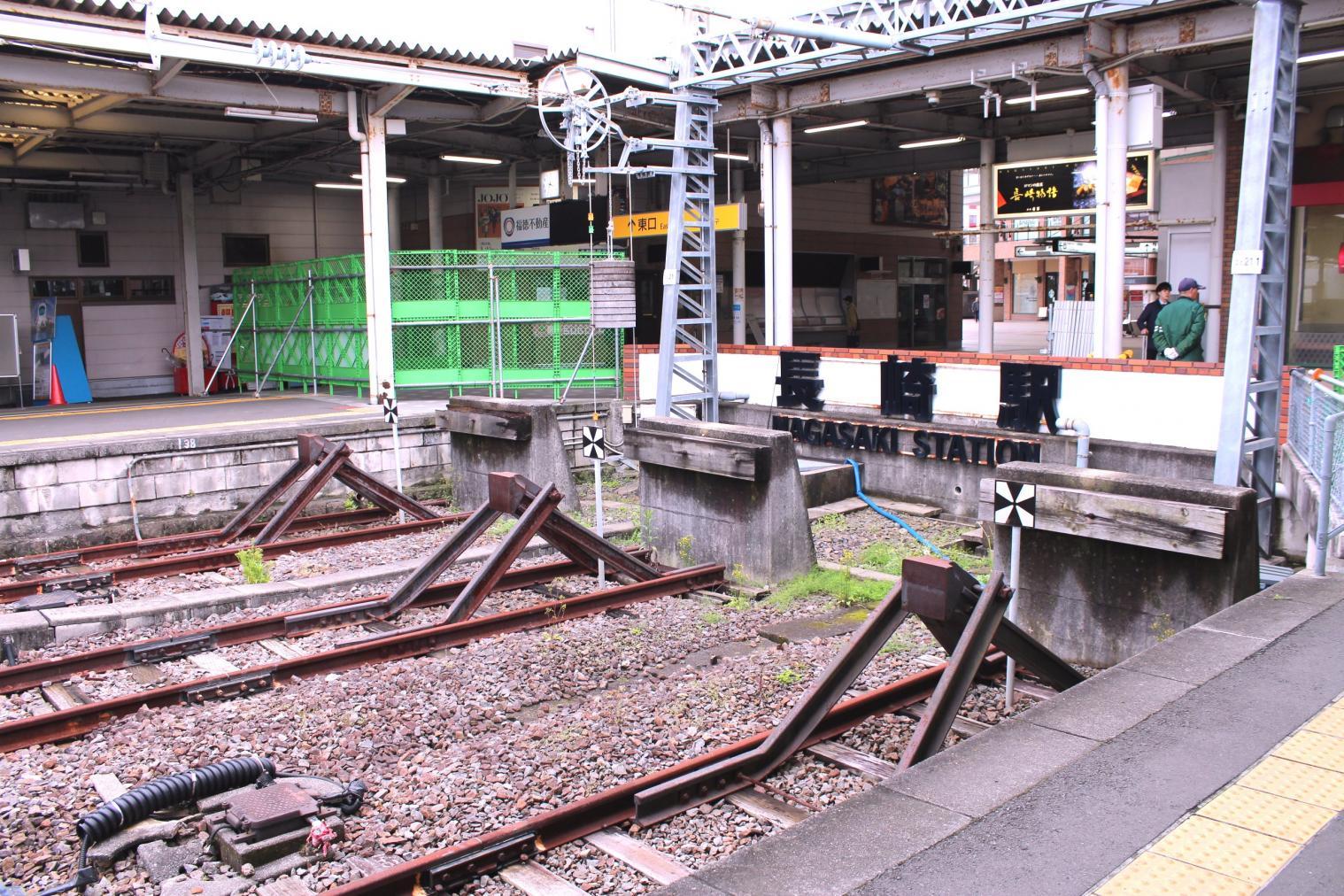 終着駅の象徴である「車止め」を愛でるのも一興-1