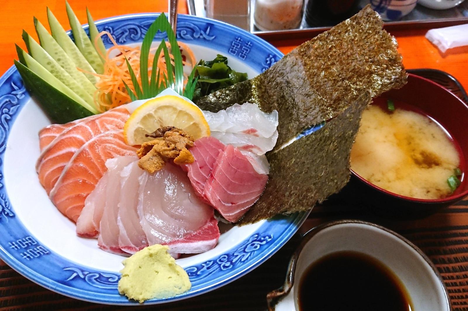 海鮮丼1,350円も人気-0