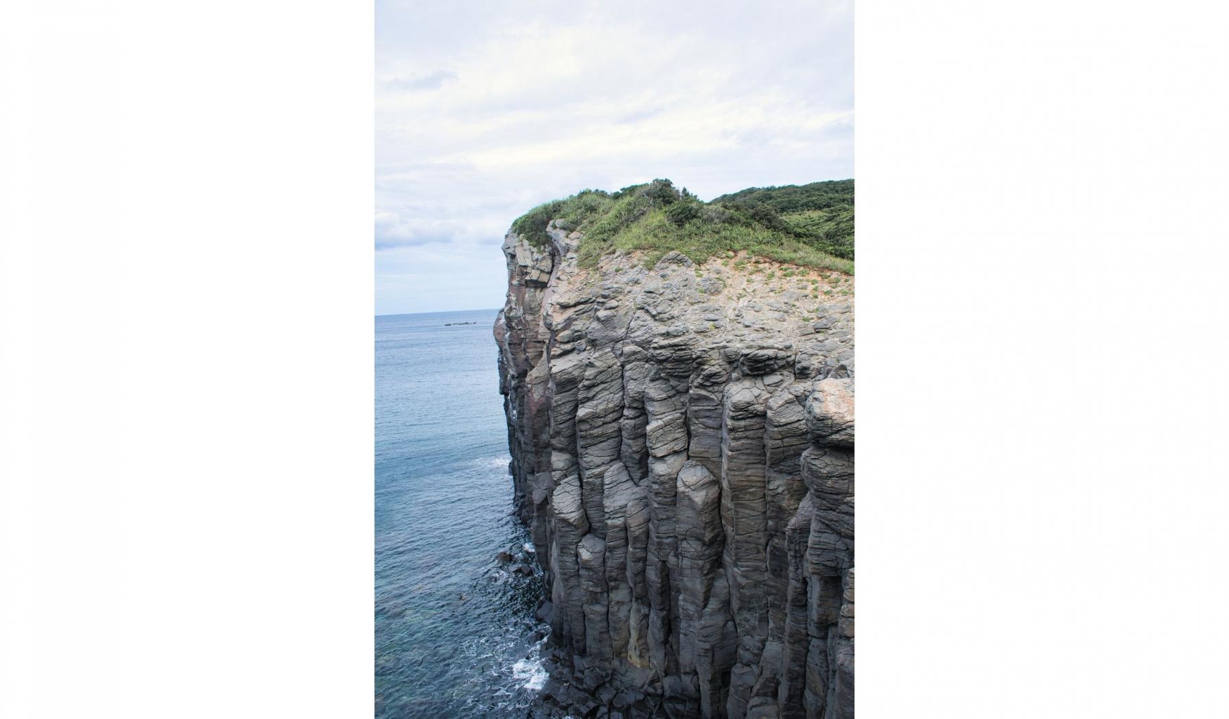 塩俵の断崖を手が届きそうな場所で見ることができるおすすめスポット-2