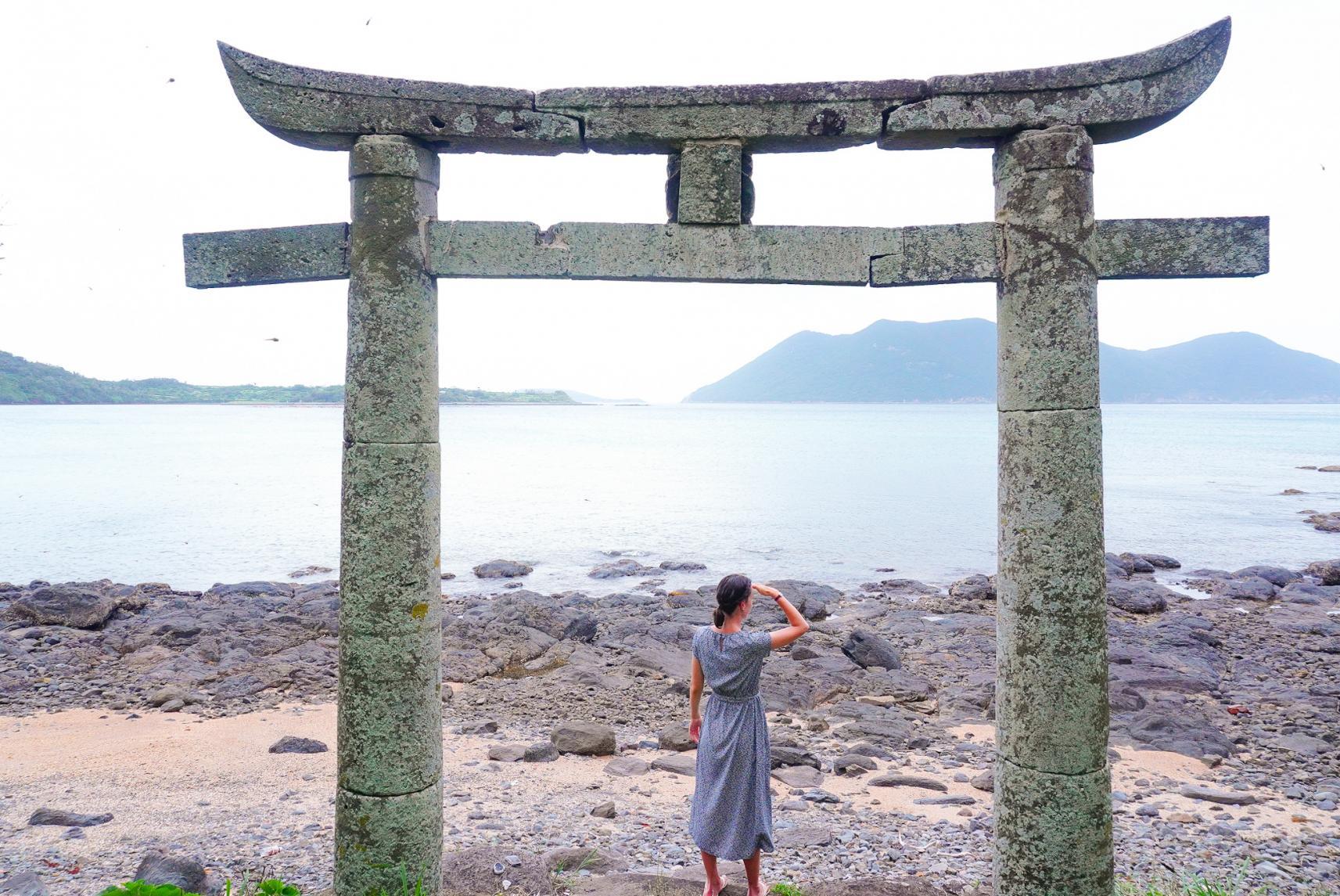 野崎島に繋がる神社「地ノ神島神社」-0