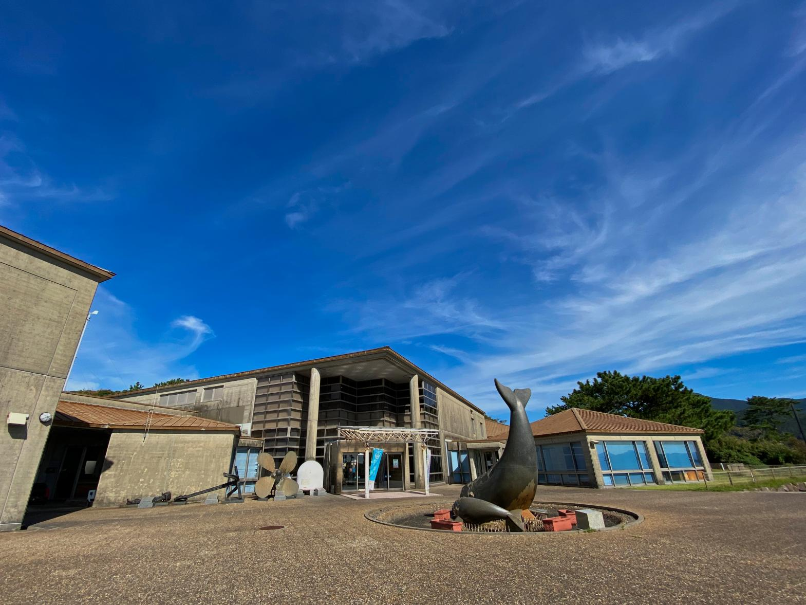 かつて捕鯨の町として栄えた「生月島」-0