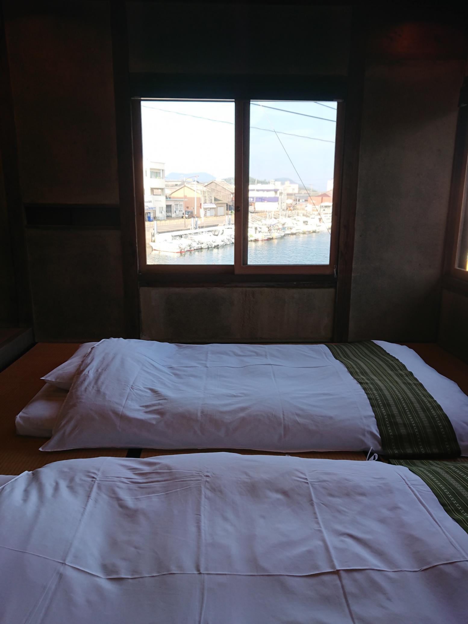翌朝は、窓から差し込む朝日に目が覚めました。-0