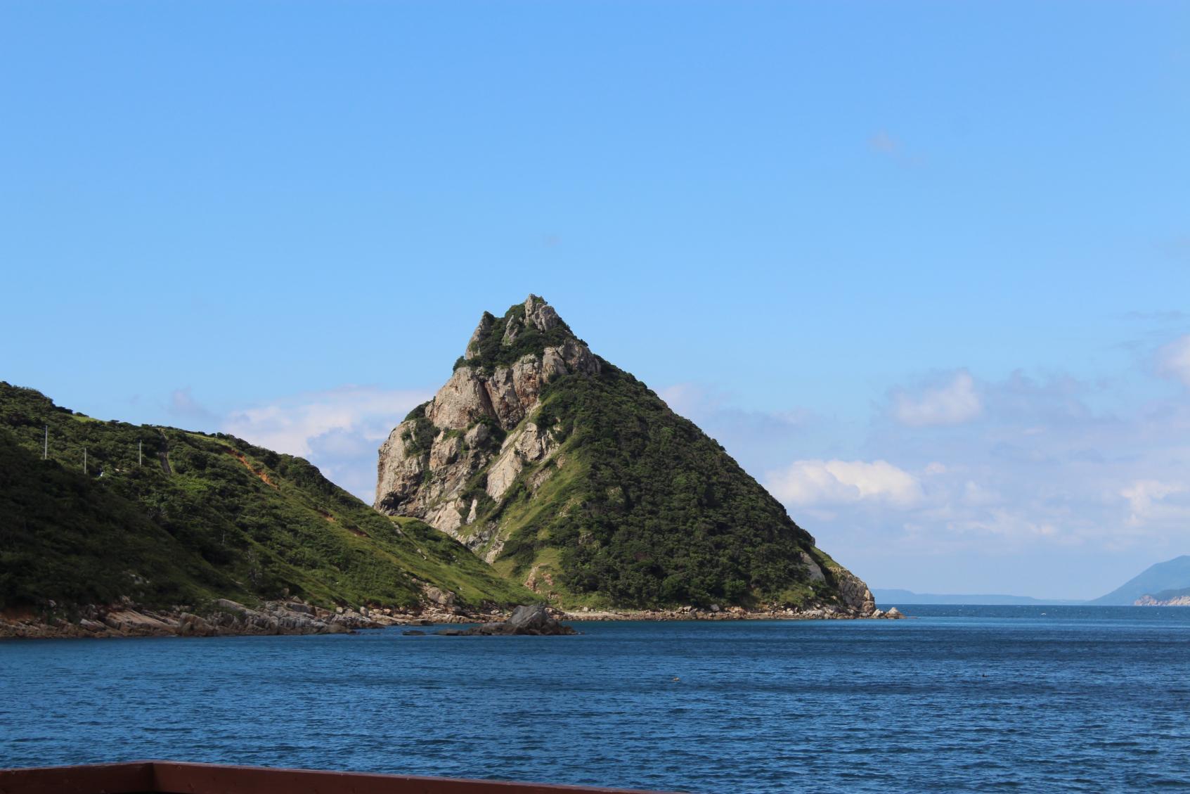 トトロに見える岩?今話題の上五島・矢堅目-1