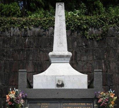 ド・ロ神父の墓-1
