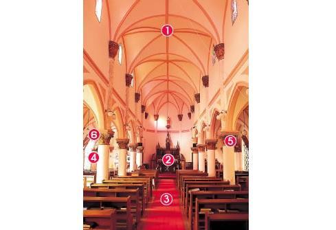 教会堂の内部-1