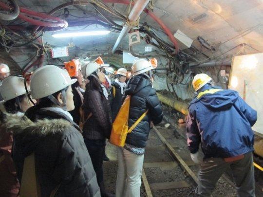 炭鉱創業時の写真見学-1