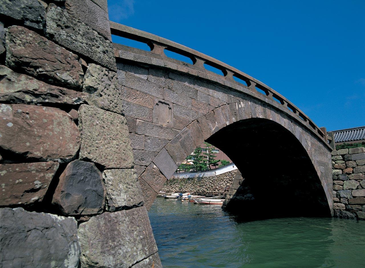 城と城下町を繋ぐ石造単アーチ橋 ―幸橋(オランダ橋)―-1