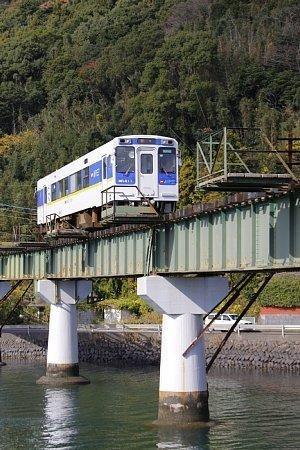 15:00頃 海の上を走る松浦鉄道-1