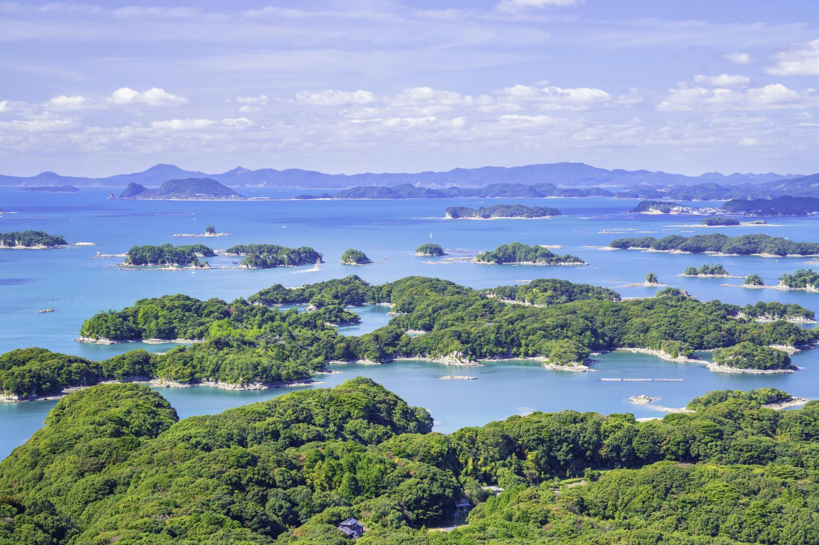 周囲を海に囲まれ、風光明媚な景色が魅力。島の数は日本一!-1