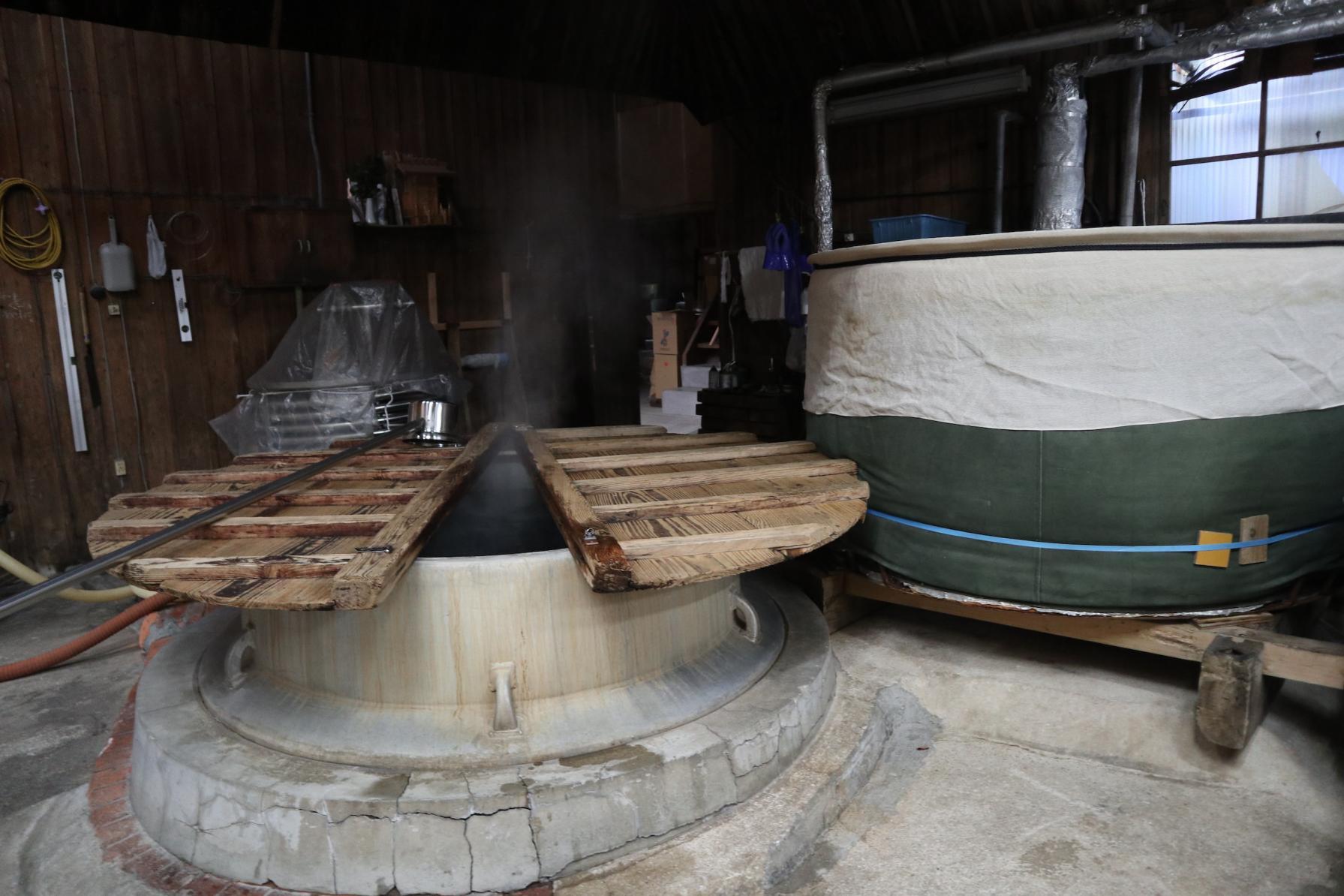 対馬唯一の酒造「河内酒造」。低温でじっくり発酵させた日本酒と焼酎を-2