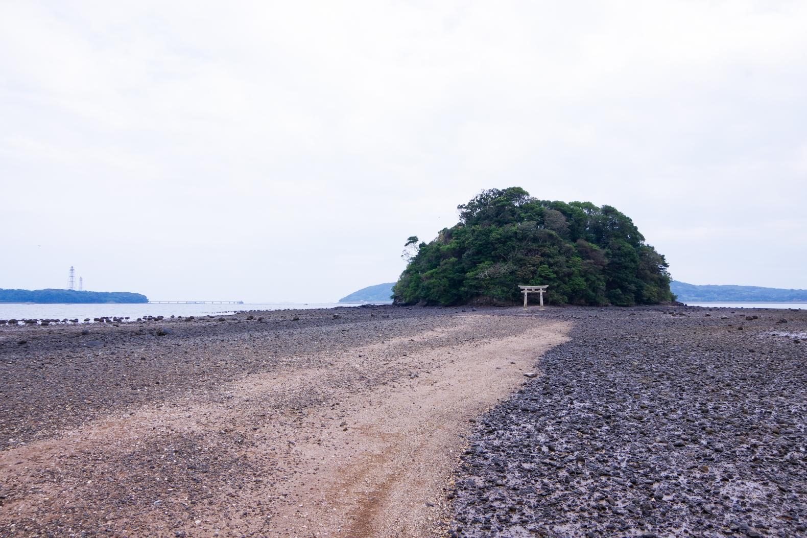 Kojima Shrine: Where the Approach Road Appears from the Ocean-3