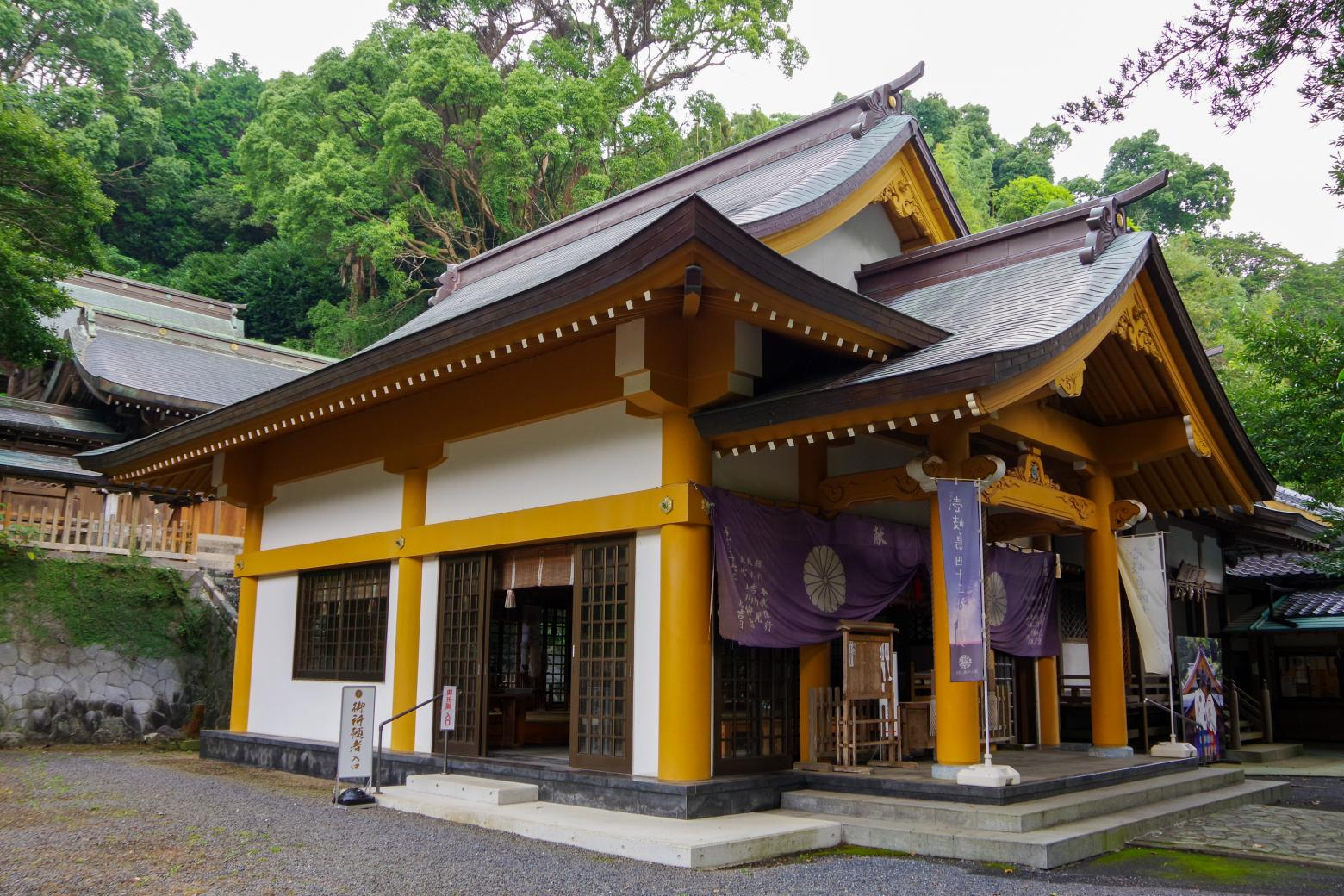 Sumiyoshi Shrine with a Fufu Kusu (Married Couple camphor Tree) That Makes Your Wishes Come True-2