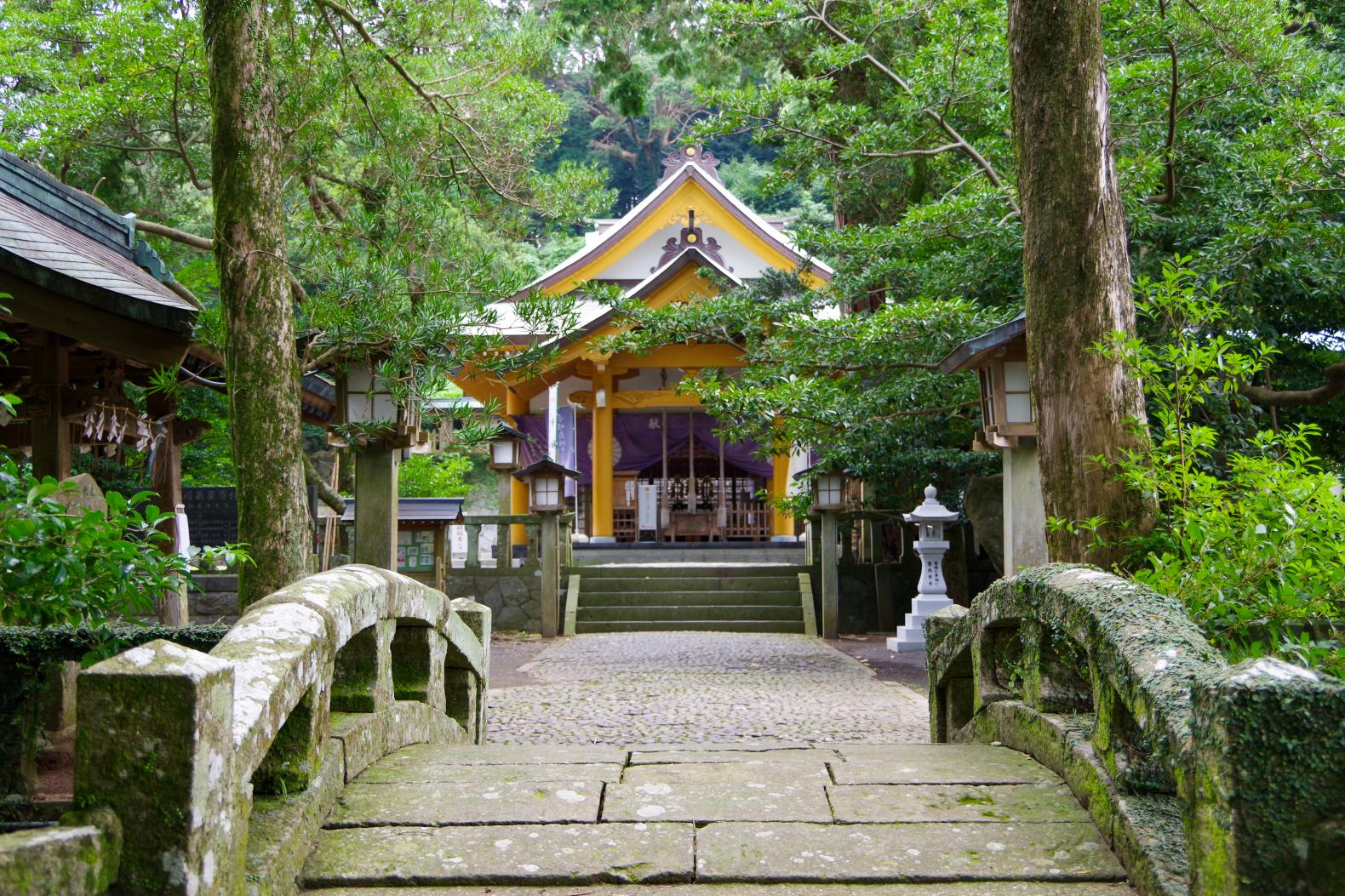 Sumiyoshi Shrine with a Fufu Kusu (Married Couple camphor Tree) That Makes Your Wishes Come True-1