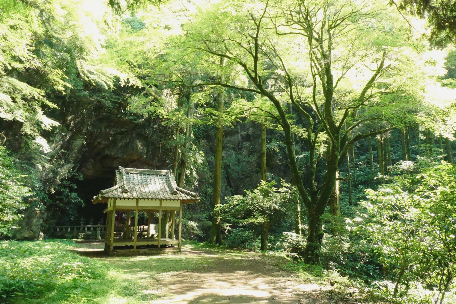 6. Iwado Shrine-1