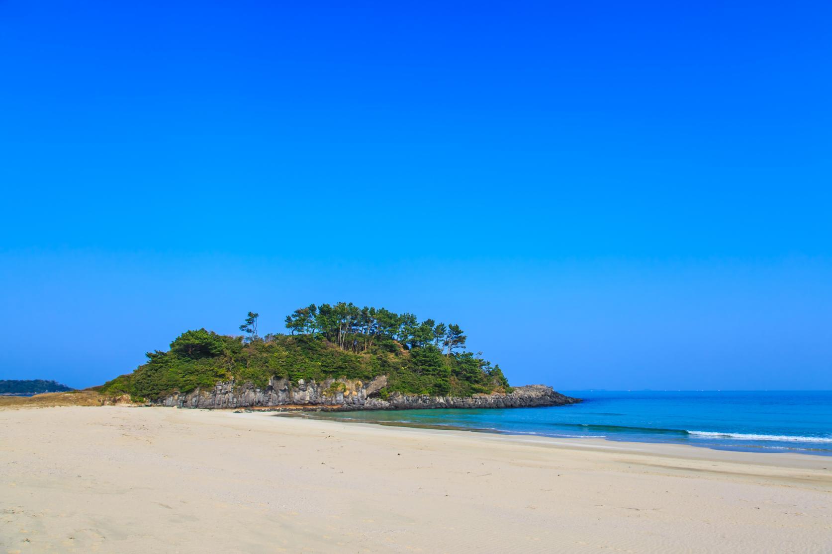 まるで玄界灘の宝石箱!広大な絶景ビーチでゆったり海水浴を-3