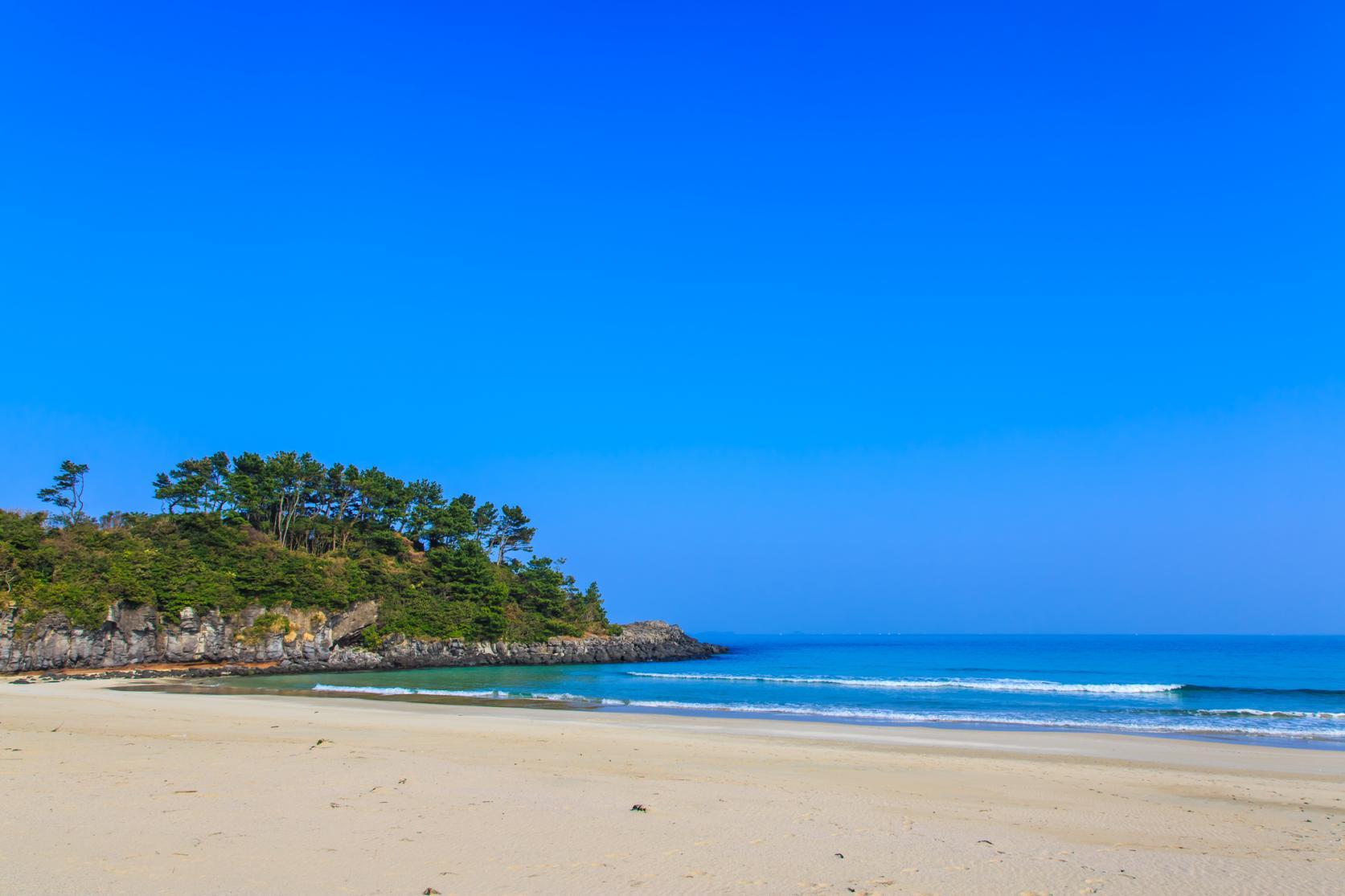 まるで玄界灘の宝石箱!広大な絶景ビーチでゆったり海水浴を-2