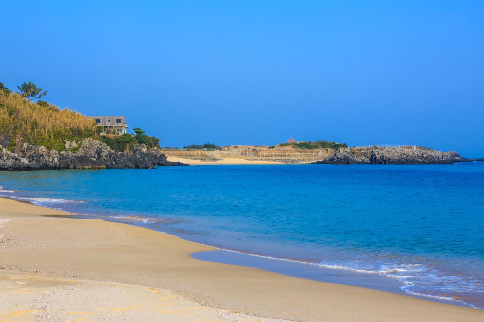まるで玄界灘の宝石箱!広大な絶景ビーチでゆったり海水浴を-5