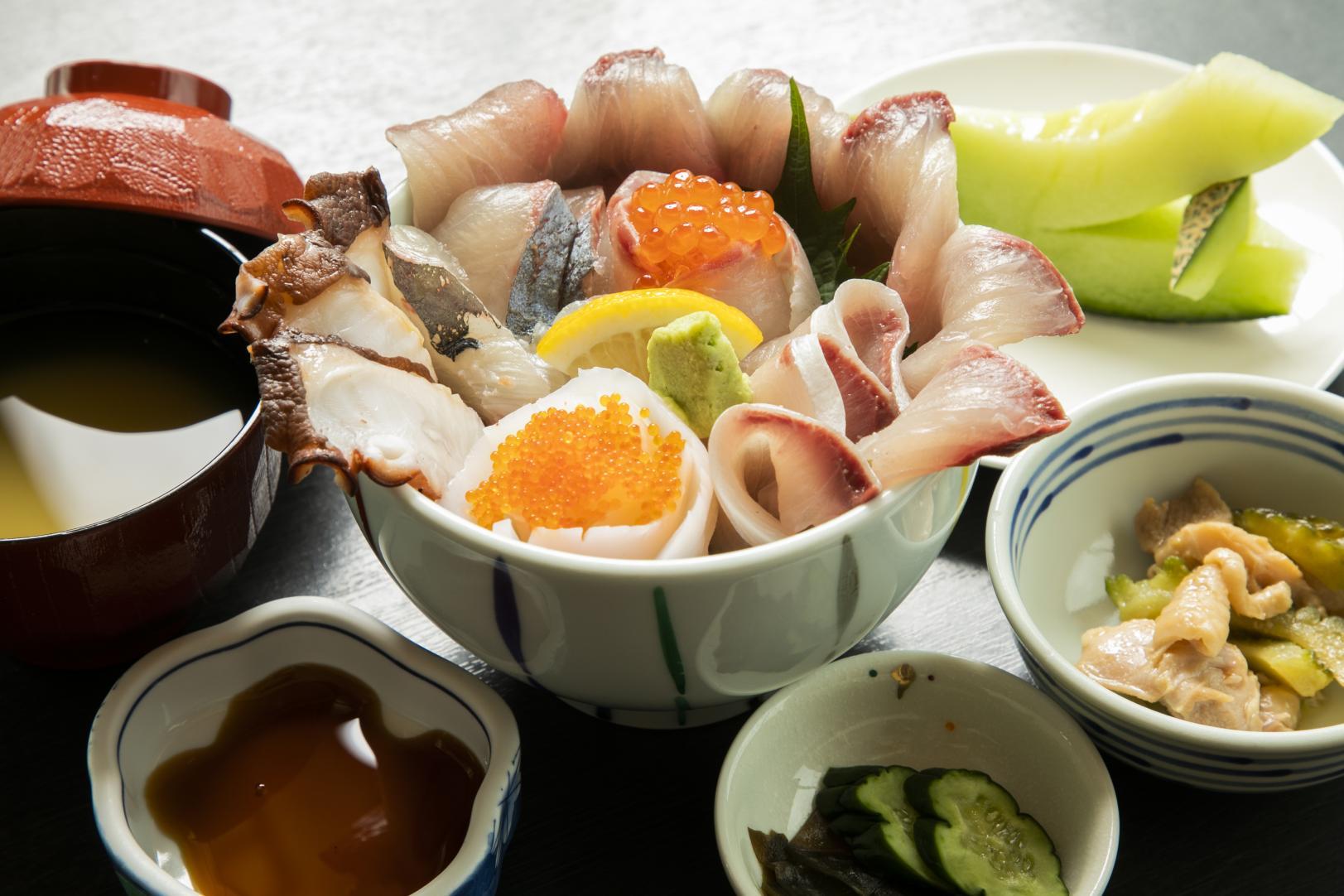 わざわざ食べに行きたい!旬の魚介を産地で味わおう-7