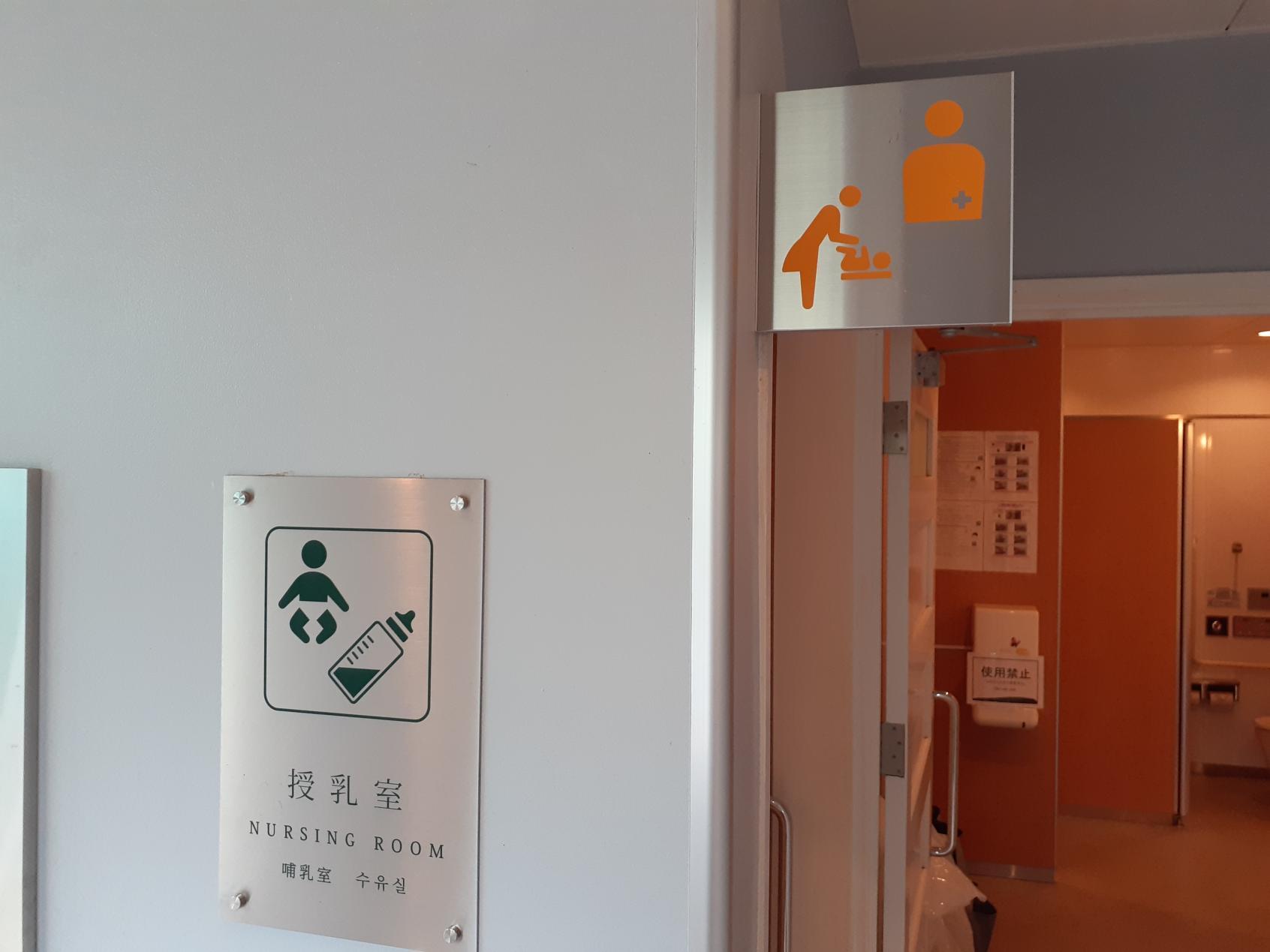 第1ゲート前トイレ授乳室-2