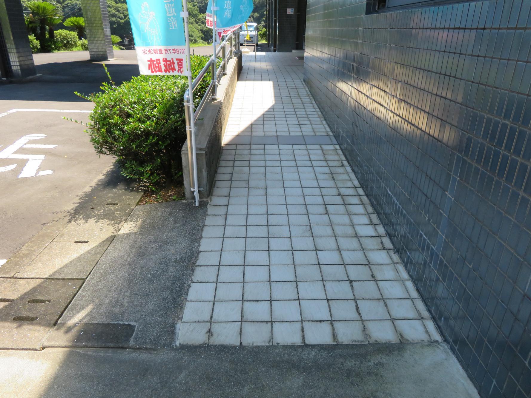 玄関前のスロープ-2