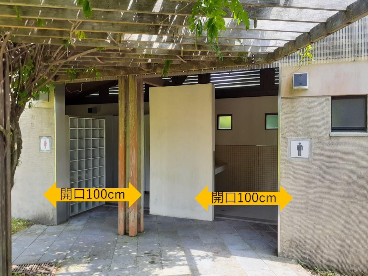 男女別のトイレ入口-2