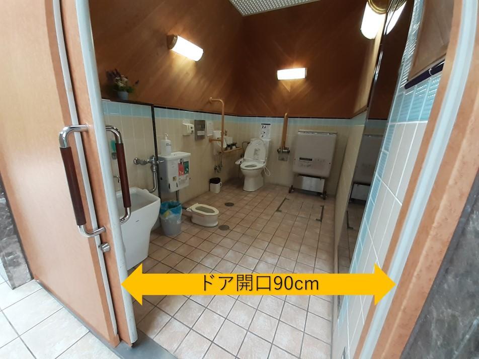 旧三菱第2ドッグハウス下左手の巨大トイレ内部-7