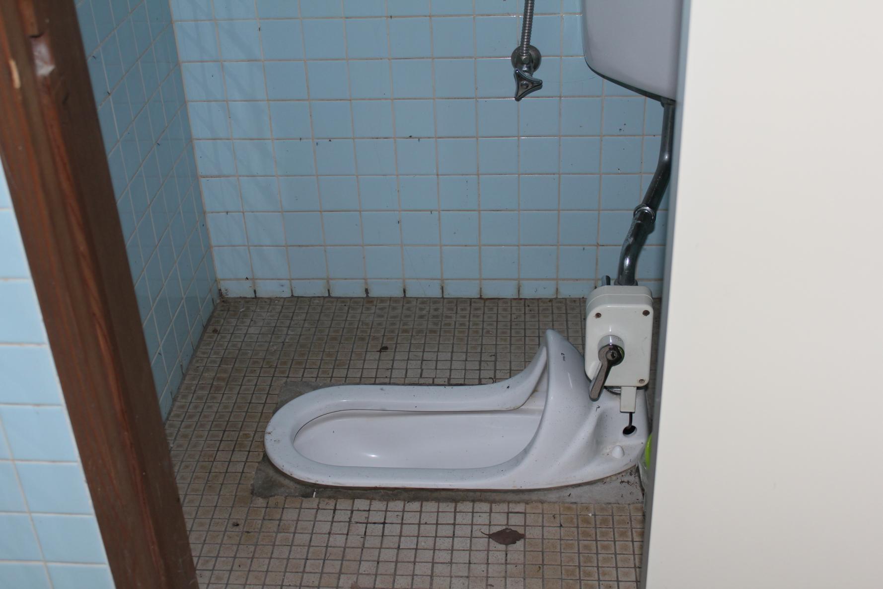 トイレ個室-2