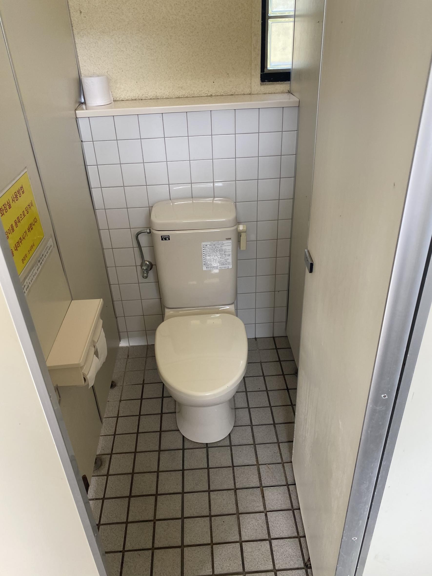 一般トイレ個室-4