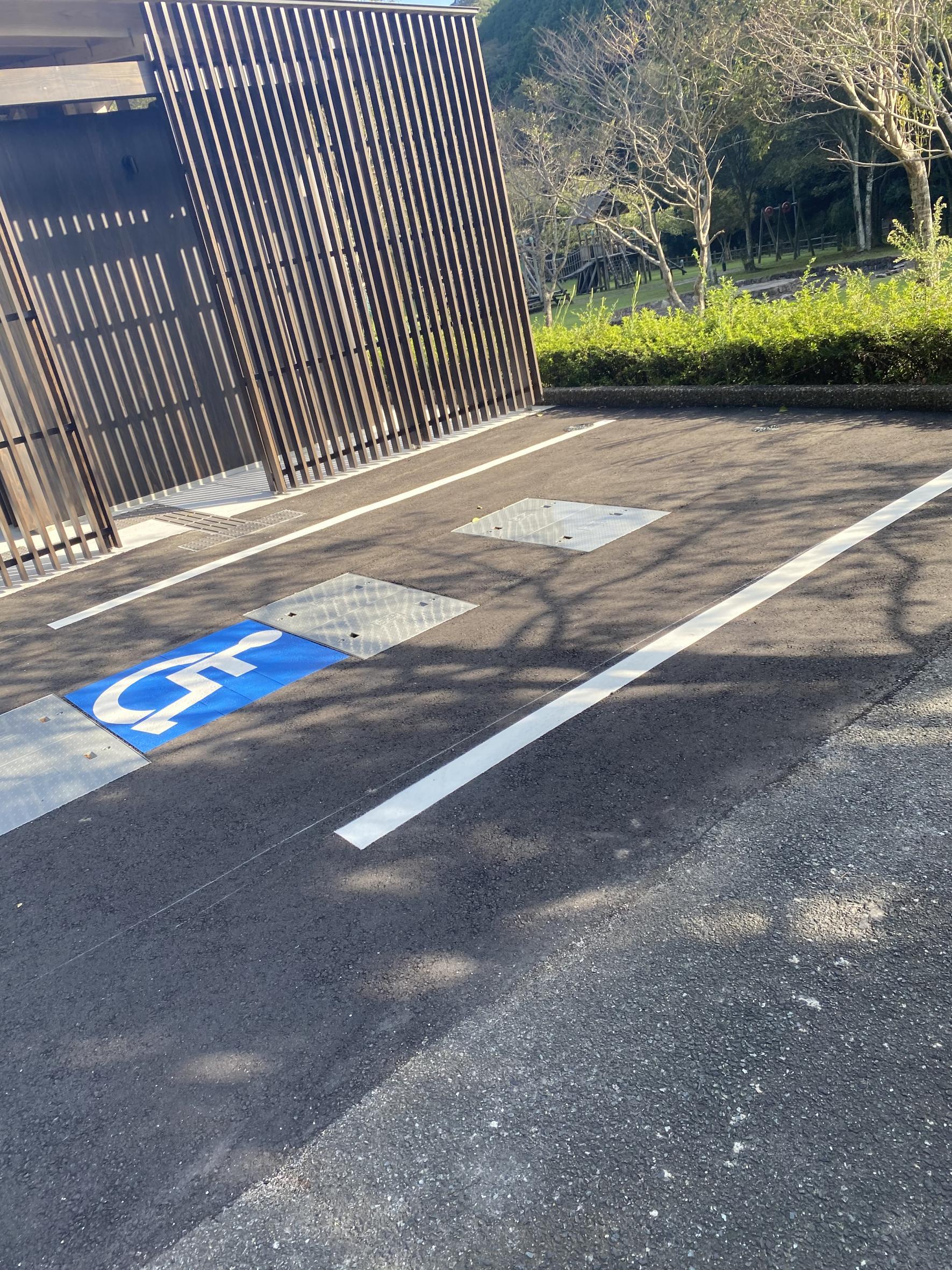 バリアフリー駐車スペース-0