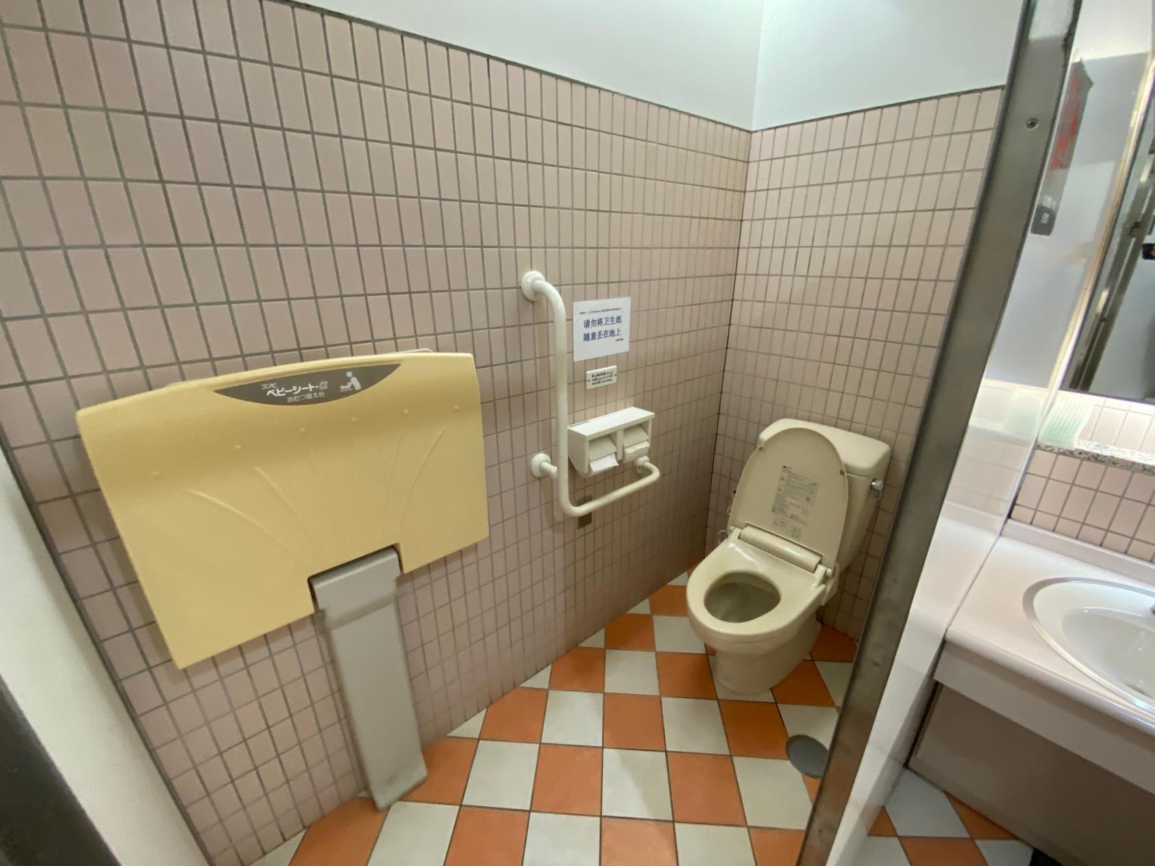 女性トイレ-2