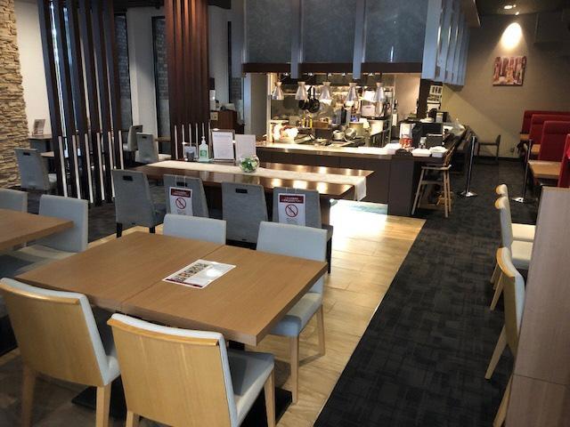レストランテーブル席-0