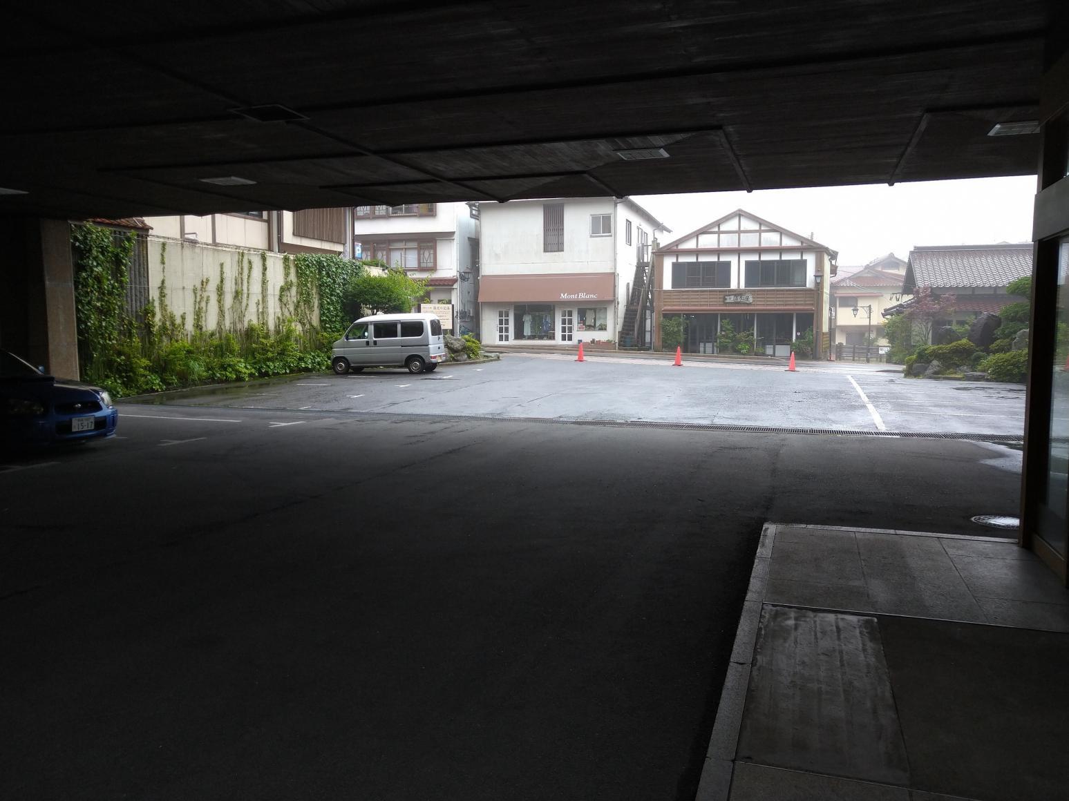 駐車場-0