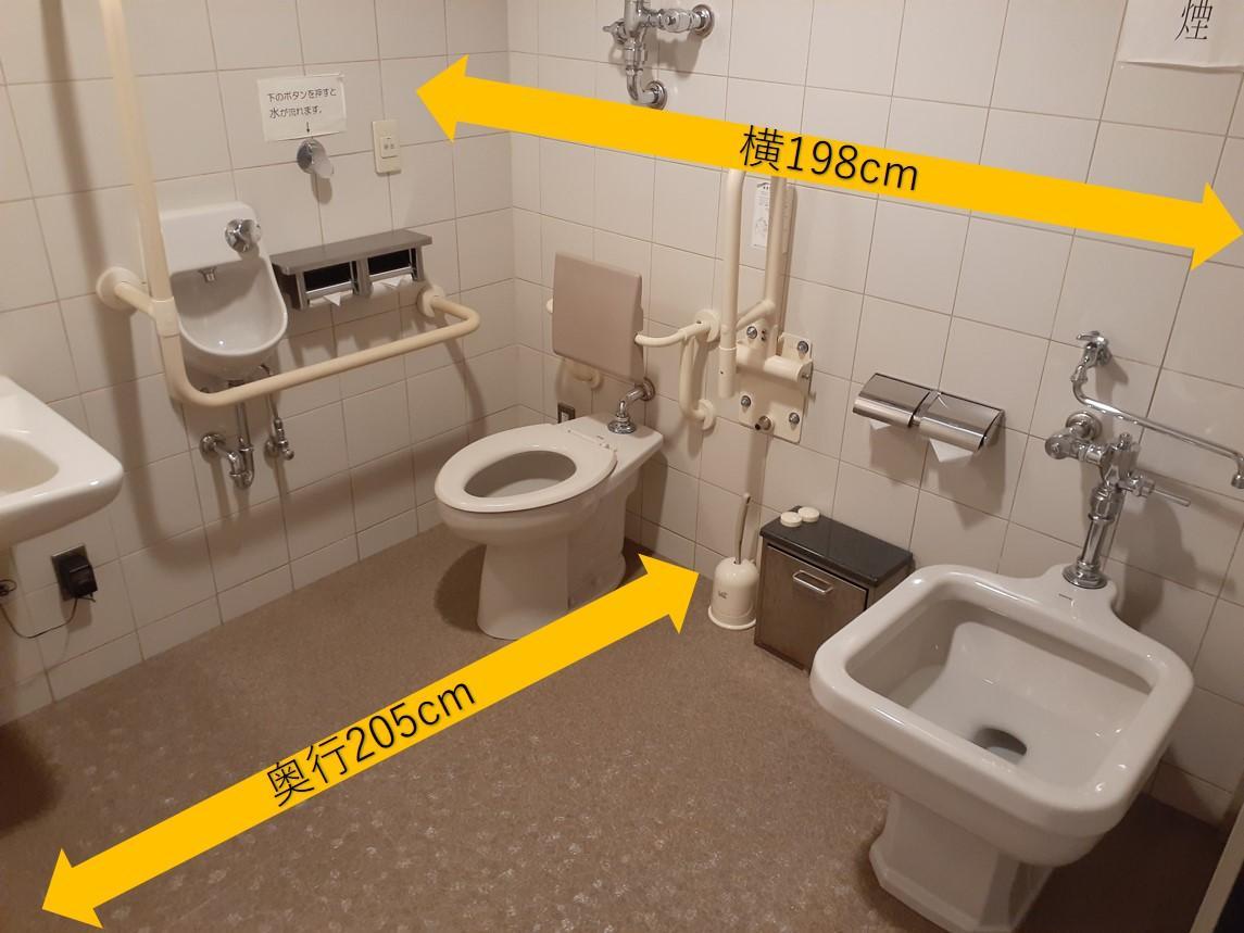 多目的トイレ内部-4