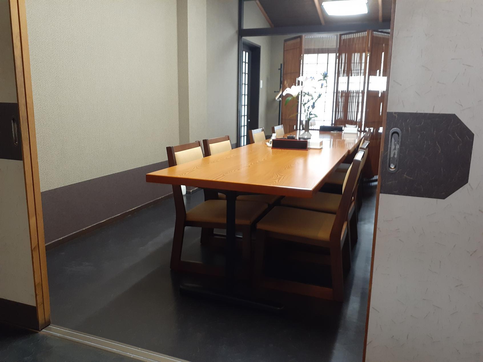 個室テーブル席-2