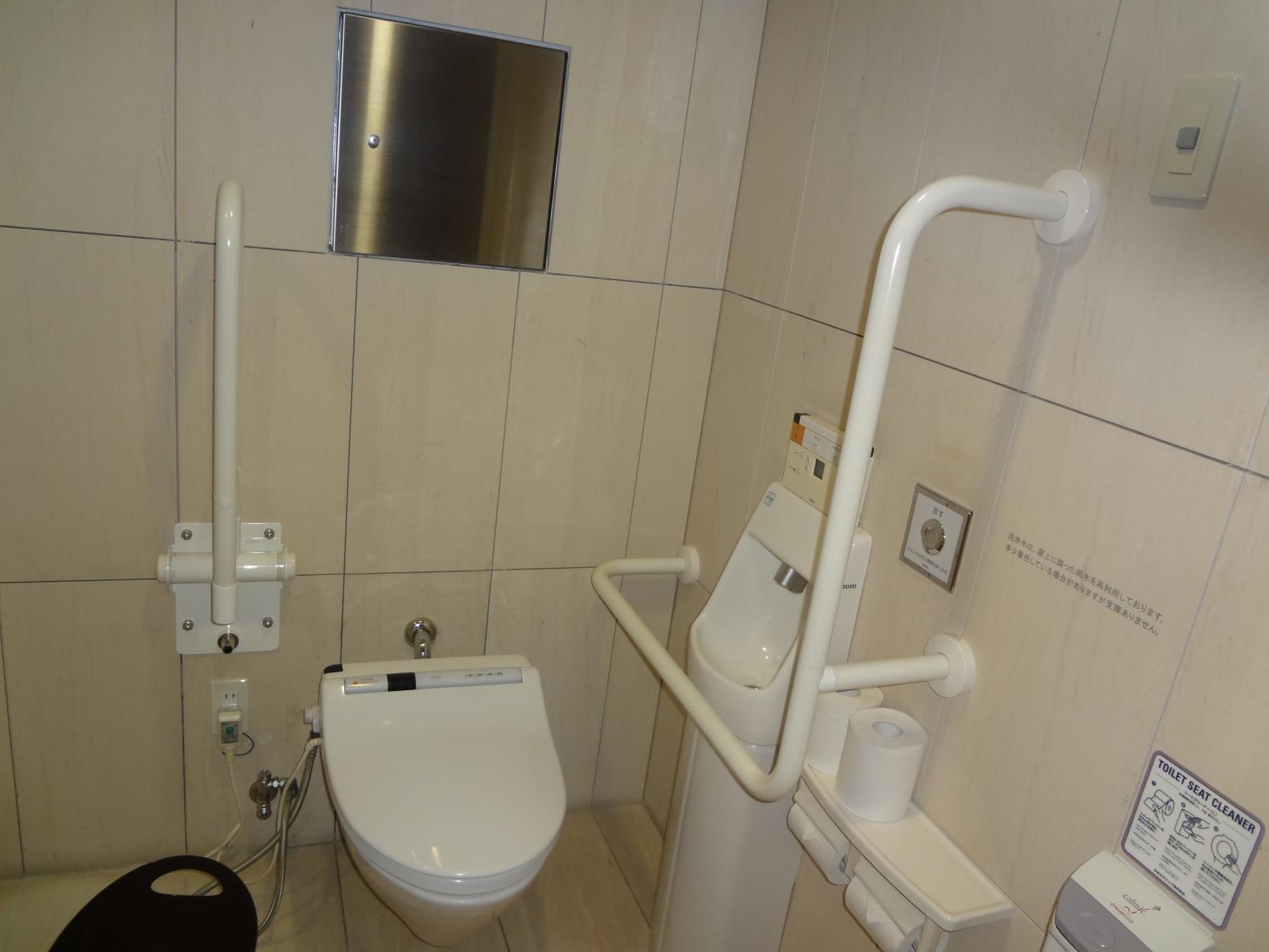 多目的トイレ内①-1