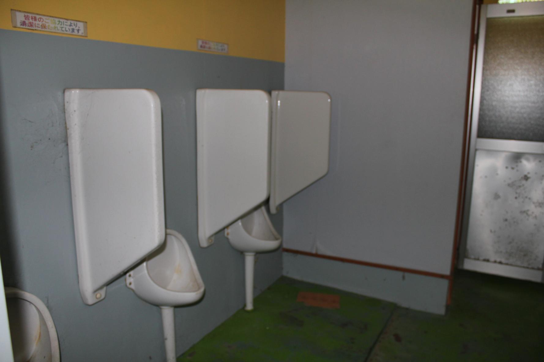 男性用トイレ小便器-2